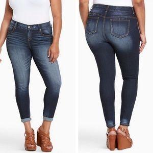 Torrid plus size Bombshell skinny jeans, size 20s